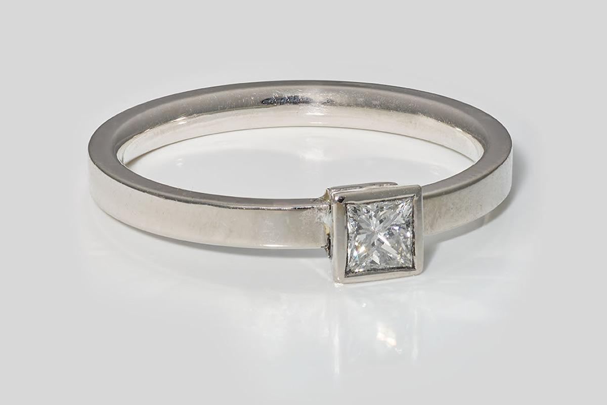 Verlobungsring aus Platin mit Diamant
