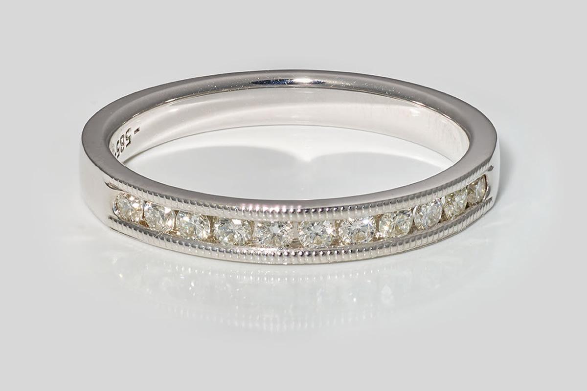 Verlobungsring in Weißgold mit Brillanten