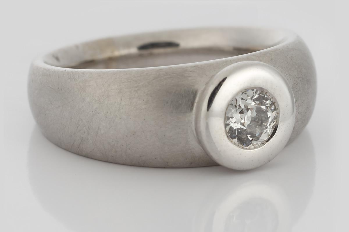 Weißgoldring mit Diamant