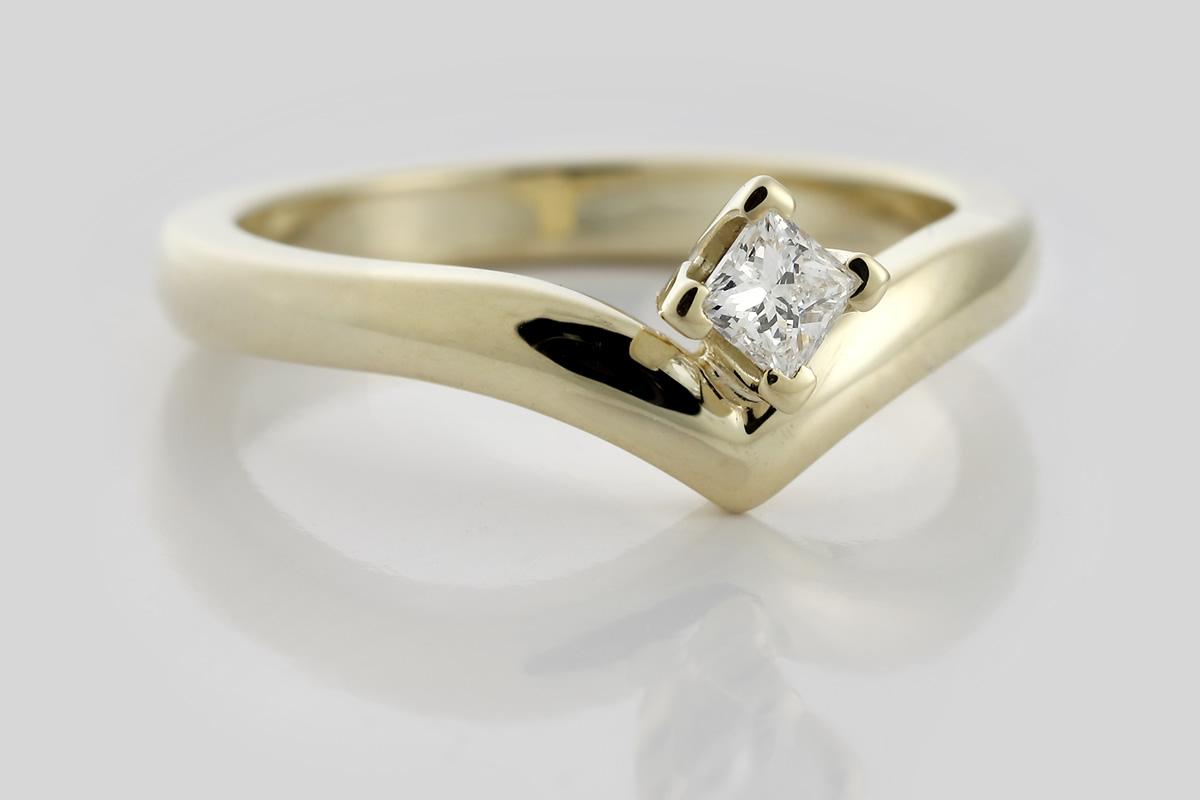 Gelbgoldring mit Diamant